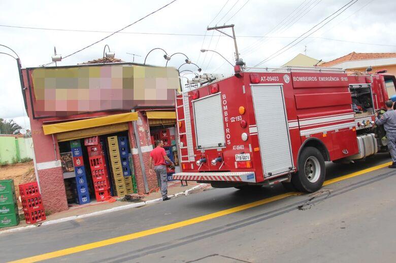 Curto-circuito causa princípio de incêndio na Vila Nery - Crédito: Maycon Maximino