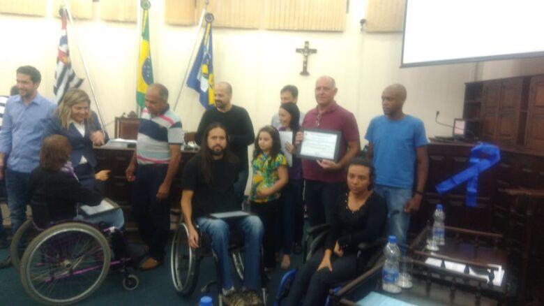 Natação ACD de São Carlos é homenageada em Descalvado - Crédito: Divulgação