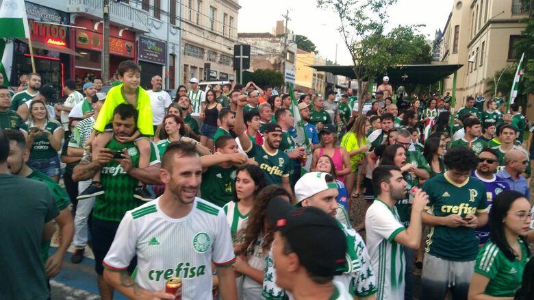 Palmeiras é nota 10 e festa é verde na Avenida São Carlos - Crédito: Marcos Escrivani