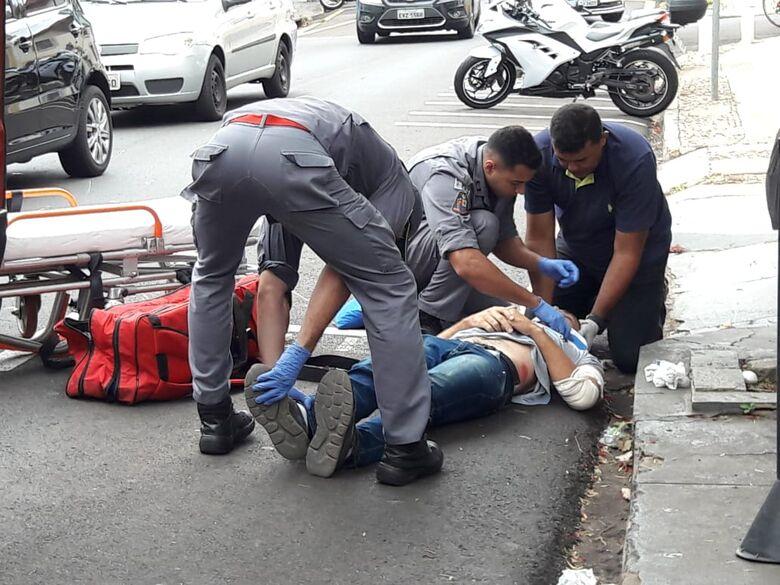Carro acerta motociclista na José Bonifácio - Crédito: Maycon Maximino