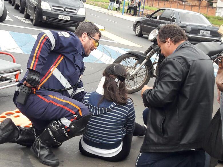 Colisão entre carro e moto deixa dois feridos na Vila Isabel -