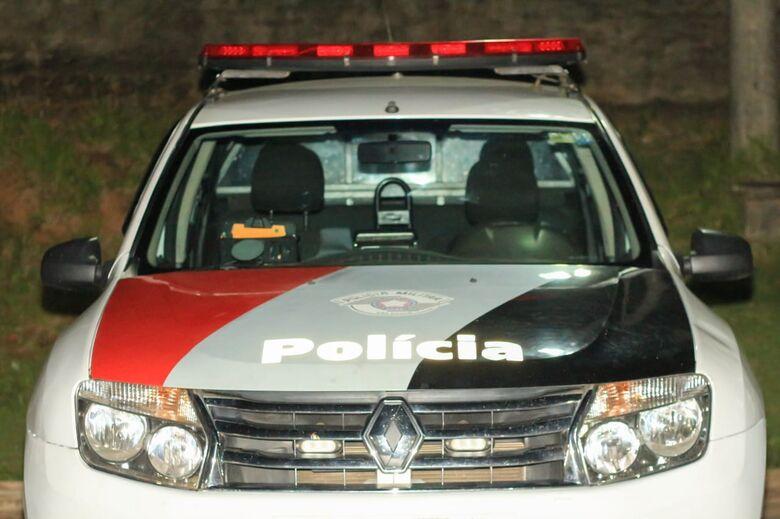 Após tentativa de fuga, trio suspeito é detido pela PM - Crédito: Marco Lúcio
