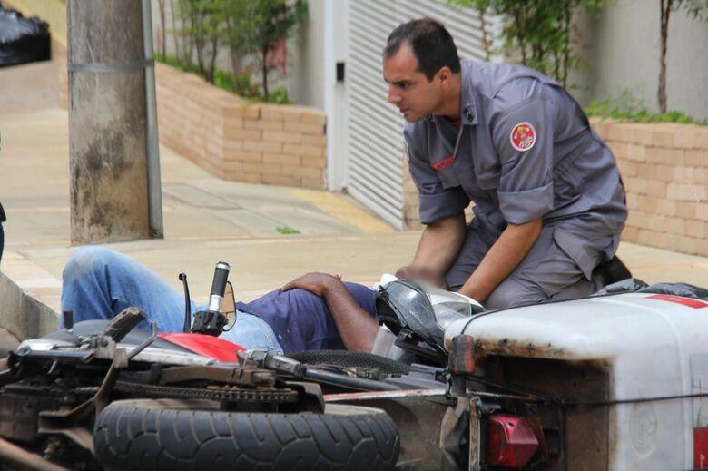 Casal fica ferido após acidente no centro - Crédito: Maycon Maximino