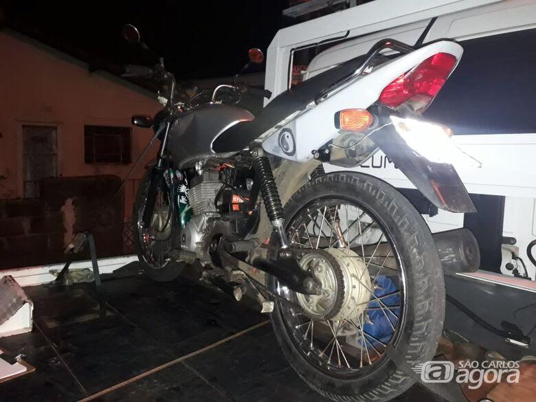 Dupla é detida com moto de origem suspeita - Crédito: Divulgação