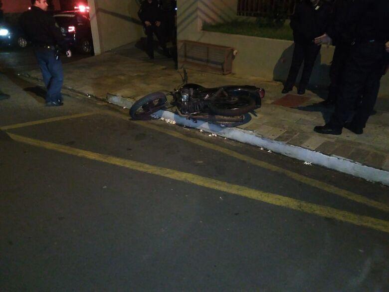 Guarda Municipal recupera moto furtada; adolescente cai em tentativa de fuga - Crédito: Divulgação