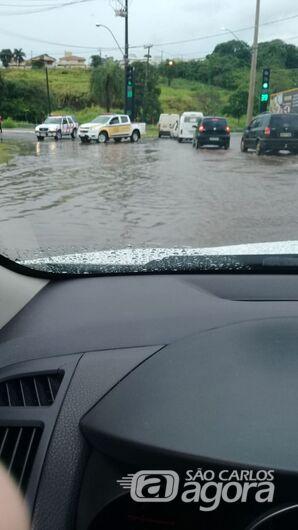 Chuva causa transtornos em São Carlos - Crédito: Whatsapp SCA