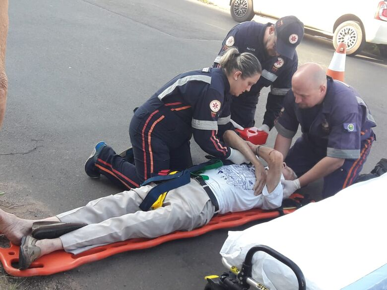 Idoso sofre fratura após ser atropelado por bicicleta -