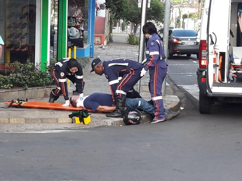 Colisão lateral deixa motociclista ferido - Crédito: Maycon Maximino