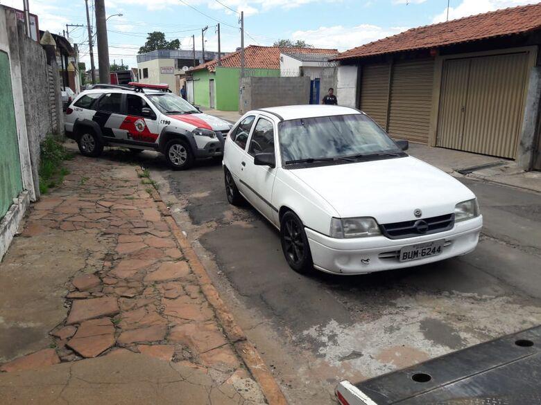 Bandidos assaltam residência e posto de combustíveis; suspeito é preso pela PM - Crédito: Maycon Maximino