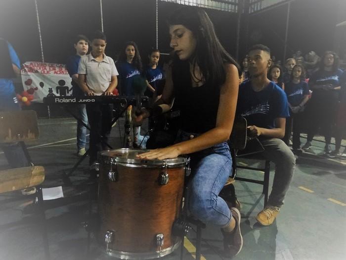 Jovens de talento sonham com um futuro promissor e viajar com a música - Crédito: Marcos Escrivani