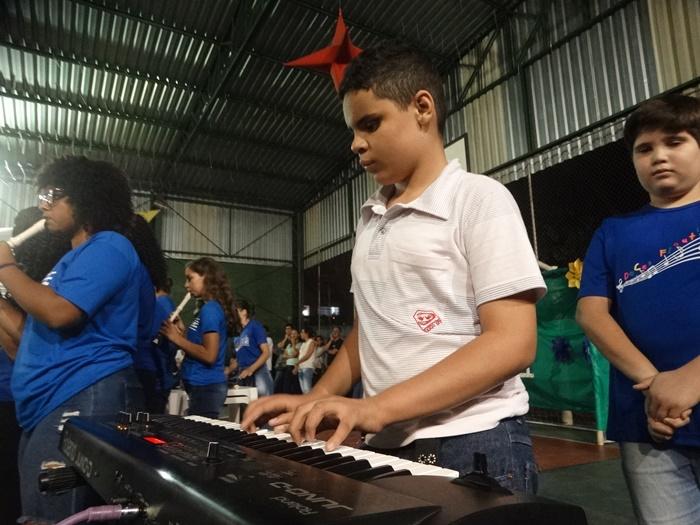 Música mostra o caminho iluminado para uma criança com deficiência visual - Crédito: Marcos Escrivani