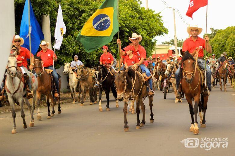 Chuva dá trégua e Cavalgada de São Cristóvão reúne fiéis para evento solidário - Crédito: Marco Lúcio