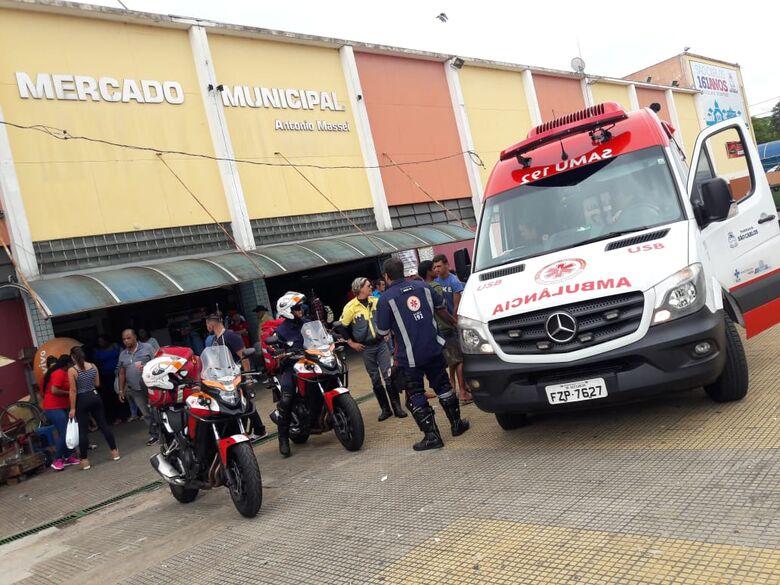 Jovem é agredido com banco de madeira no Mercadão - Crédito: Maycon Maximino