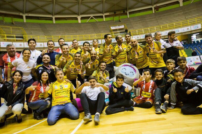 São Carlos Futsal comemora e conquista ouro invicto - Crédito: Divulgação