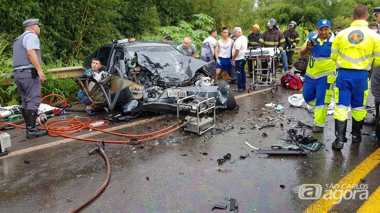 São-carlenses se envolvem em grave acidente na SP-225 -