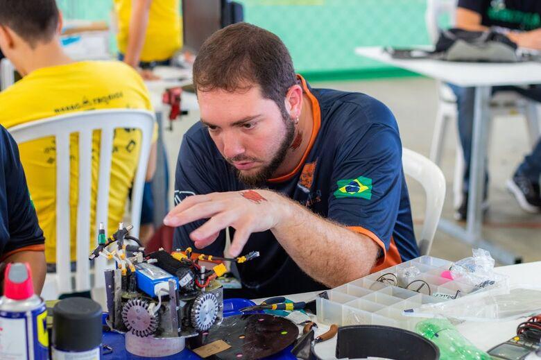 Robôs da USP São Carlos jogam um bolão no futebol e nas tarefas do lar - Crédito: Henrique Megid/Warthog Robotics