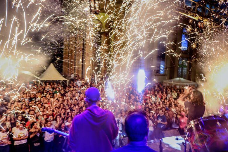 Hallel São Carlos reúne mais de 8 mil pessoas na Praça da Catedral - Crédito: Pascom Paróquia São Nicolau de Flüe