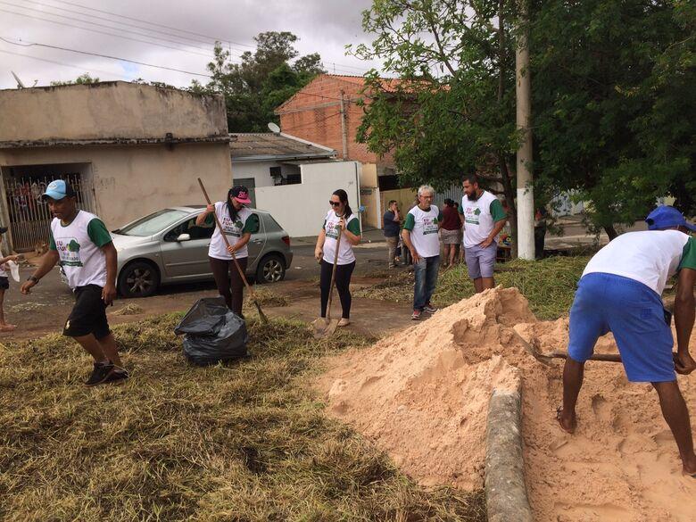 São Carlos Ambiental promove limpeza em praça no Jardim Coqueiros - Crédito: Divulgação