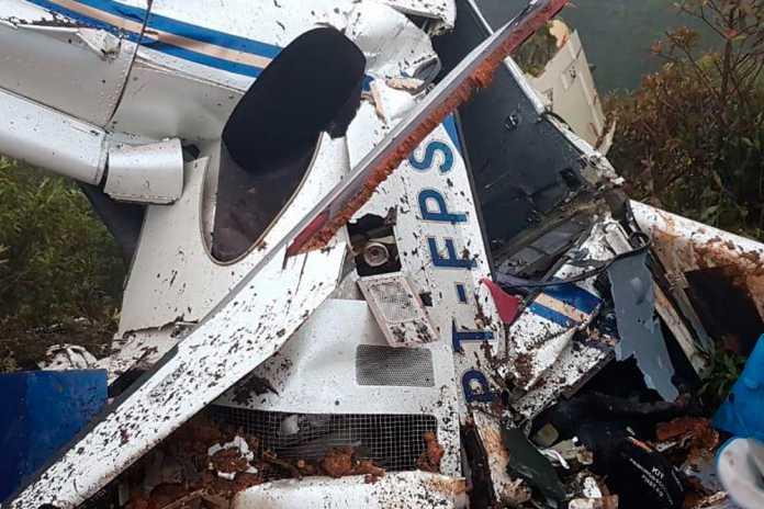 Queda de helicóptero mata seis pessoas no interior de SP - Crédito: Corpo de Bombeiros