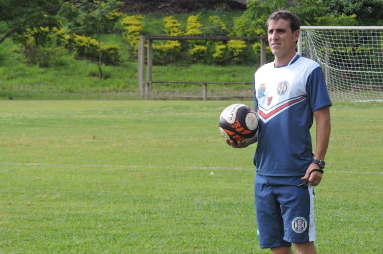 Florentino e sua comissão técnica estão avaliando atletas indicados e do time Sub-20 - Crédito: Gustavo Curvelo/Divulgação