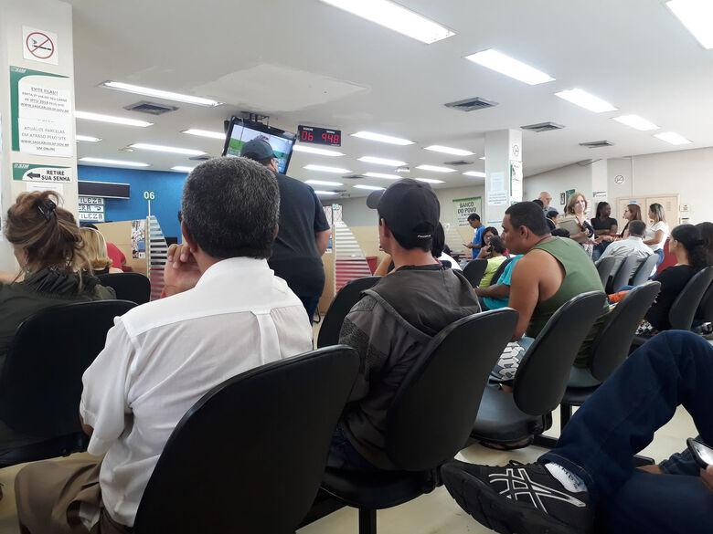 Fila no SIM chega a mais de 6 horas e vereador Dimitri diz que falta competência da prefeitura - Crédito: Divulgação