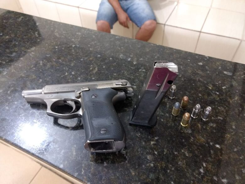 Polícia Rodoviária apreende arma de fogo encontrada em caminhonete - Crédito: Luciano Lopes