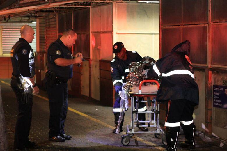Morador de rua é espancado no Centro - Crédito: Marco Lúcio