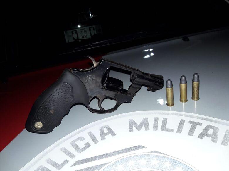 Força Tática apreende arma de fogo em residência no Jardim Gonzaga -