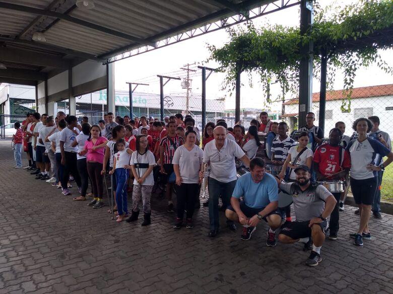 Em parceria com o Multi Esporte, alunos da Paralelo tem atividades na Apae - Crédito: Divulgação