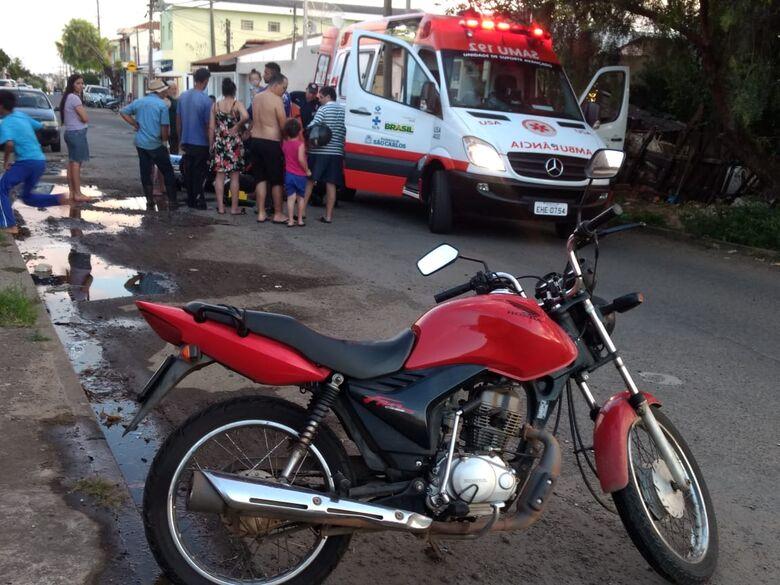 Buraco no asfalto causa grave acidente no Santa Felícia - Crédito: Luciano Lopes