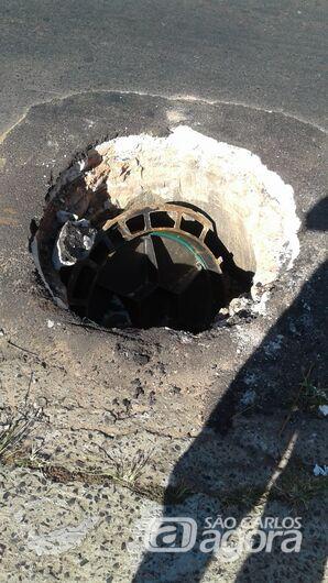 Mesmo com manutenção do Saae, buraco causa medo na Avenida Morumbi - Crédito: Divulgação