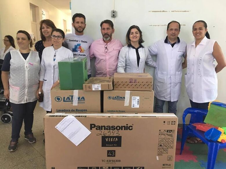 Vereador Elton Carvalho recebe equipamentos adquiridos com emenda parlamentar para a USF Jóquei Clube e Jd. Guanabara - Crédito: Divulgação