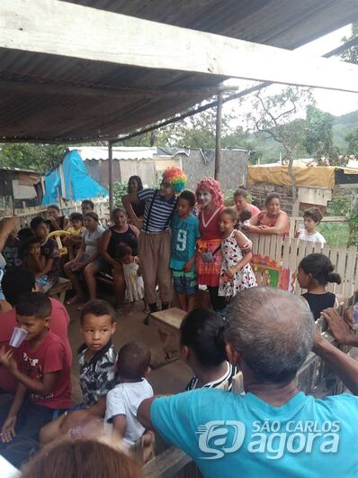 Heróis do bem visitam Assentamento em Busca de um Sonho e fazem a festa para as crianças - Crédito: Divulgação