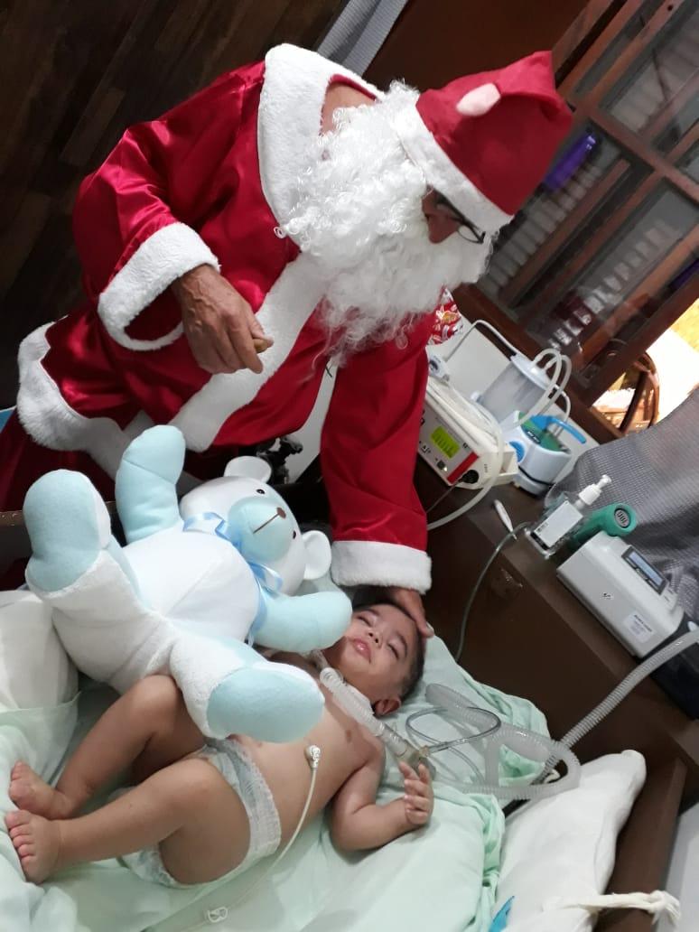 Crianças especiais e acamadas recebem visita de Papai Noel cadeirante - Crédito: Divulgação