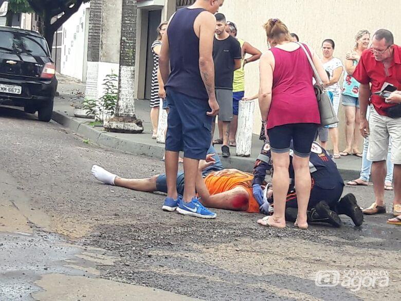 Motociclista freia bruscamente e sofre queda no Paulistano - Crédito: Maycon Maximino