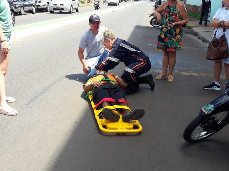Motociclista sofre queda na região da Praça Itália - Crédito: Maycon Maximino