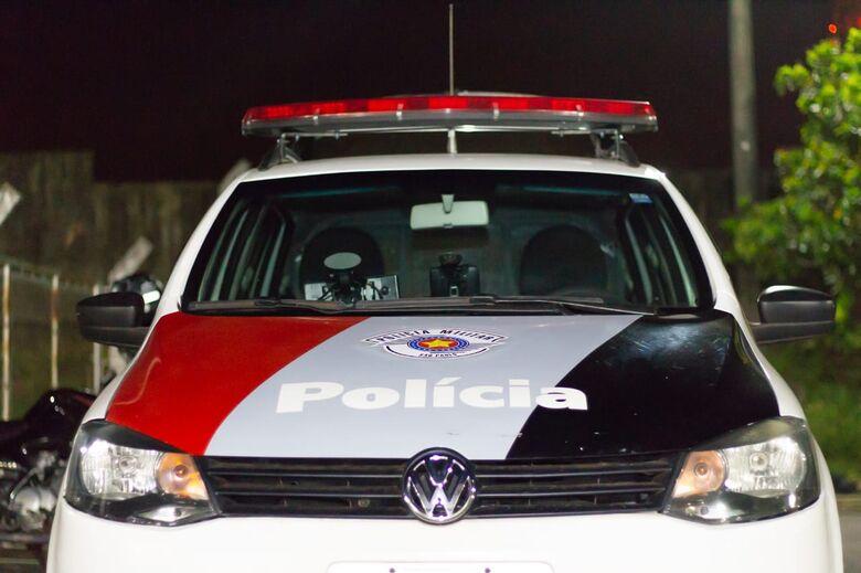 Dupla em moto assalta aposentado na Comendador Alfredo Maffei - Crédito: Arquivo/SCA
