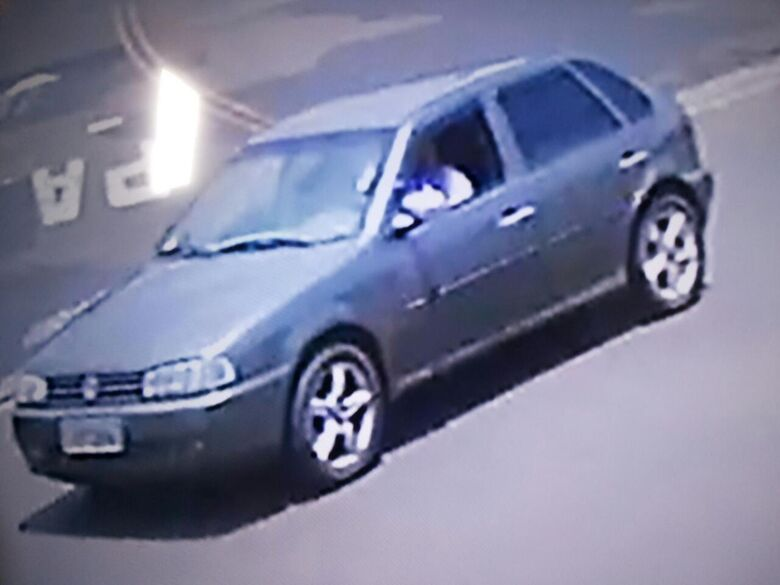 Motorista colide Gol em carro estacionado e foge; câmera grava acidente - Crédito: Divulgação
