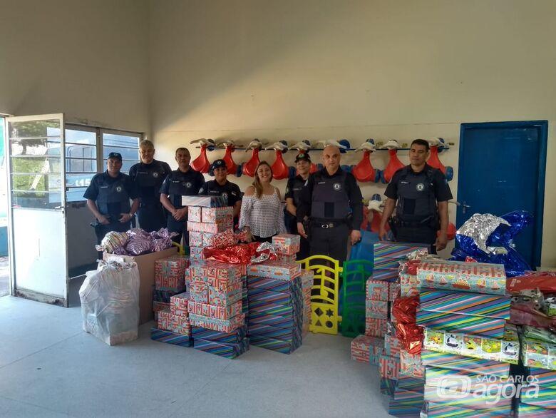 Guardas municipais fazem a alegria de crianças de Cemei no Aracy - Crédito: Divulgação