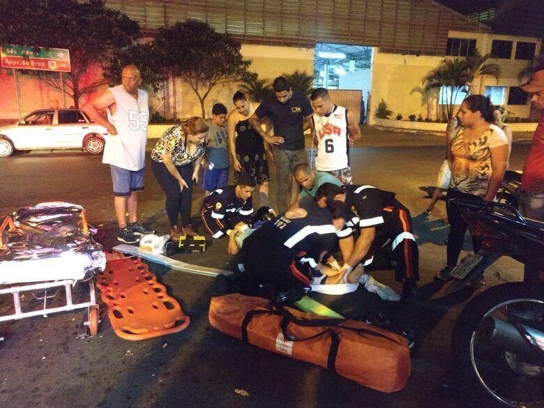 Jovem sofre ferimentos graves após colisão na Vila Morumbi - Crédito: Luciano Lopes