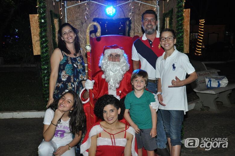Papai Noel da Acisc é atração na Praça da XV - Crédito: Divulgação