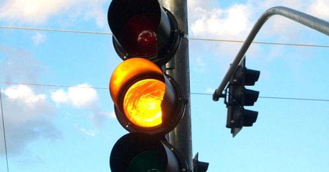 Câmara municipal aprova lei que prevê semáforo em amarelo piscante entre 23h e 5h - Crédito: Divulgação