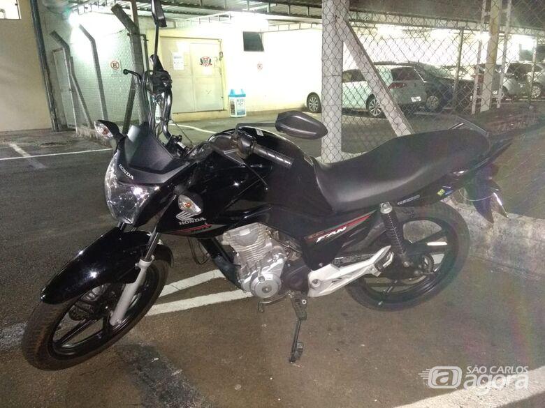 Proprietário perde chave, ladrão furta moto e Rocam recupera veículo no Gonzaga - Crédito: Luciano Lopes