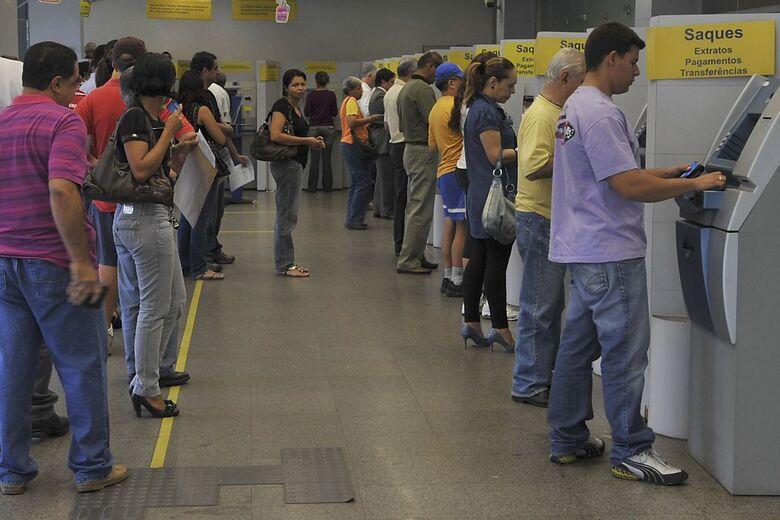 Agências bancárias funcionam em horário especial nesta segunda-feira - Crédito: Valter Campanato/Agência Brasil
