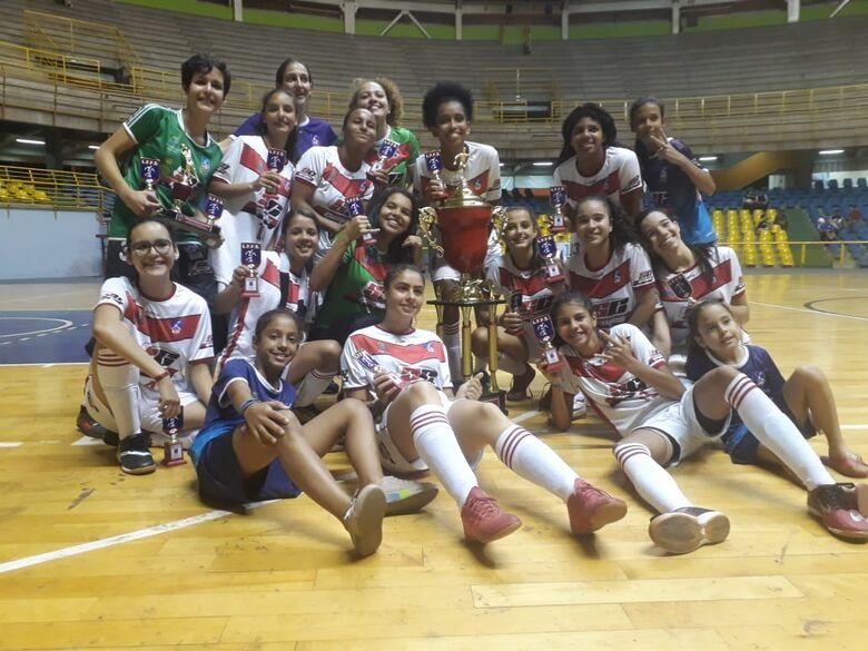 Futsal feminino de São Carlos encerra temporada com dois títulos - Crédito: Marcos Escrivani