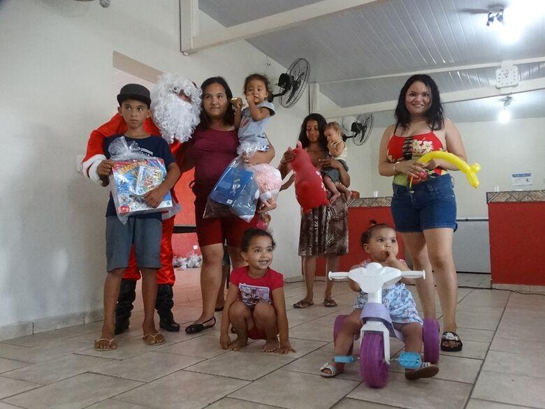 Papai Noel faz a festa para crianças do Natal Solidário - Crédito: Marcos Escrivani