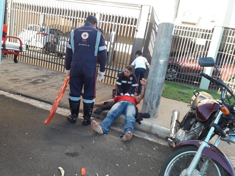 Motorista desrespeita pare e atinge moto - Crédito: Maycon Maximino