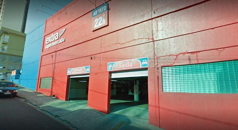 Fisioterapeuta sofre sequestro relâmpago no estacionamento do Extra - Crédito: Google Maps