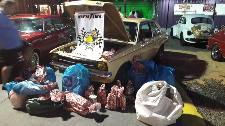 Apaixonados por carros antigos arrecadam brinquedos em evento solidário - Crédito: Divulgação