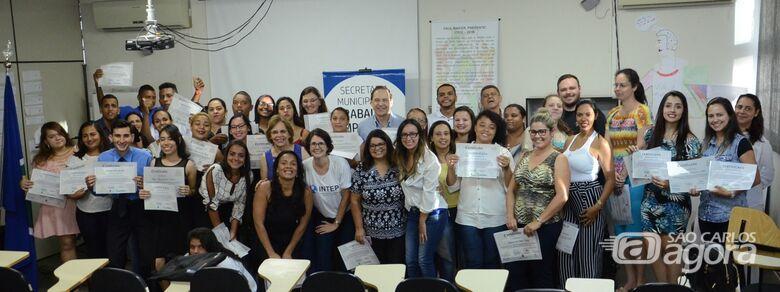 Sessenta alunos do curso de Assistente Administrativo recebem certificados - Crédito: Divulgação